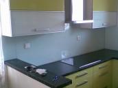 Skleněné obklady do kuchyně – Lacobel barevný, zdroj: flotis.cz