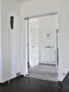 Celoskleněné otočné dveře, zdroj: glassvision.cz