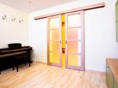 Posuvné dveře usnadní pohyb mezi místnostmi, zdroj: shutterstock.com