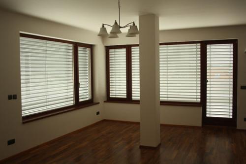 Zastínění uvnitř bytu, zdroj: rolety-vrata-zaluzie.cz