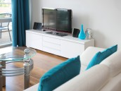 Jednoduchý TV stolek, zdroj: shutterstock.com