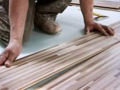 Suché spojení lamel plovoucí podlahy je jednodušší na realizaci, zdroj: shutterstock.com