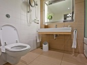 Závěsné WC je praktické, zdroj: shutterstock.com